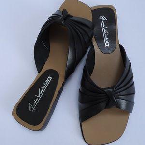 SIZE 8.Gloria Vanderbilt leather Slip-On Sandals.